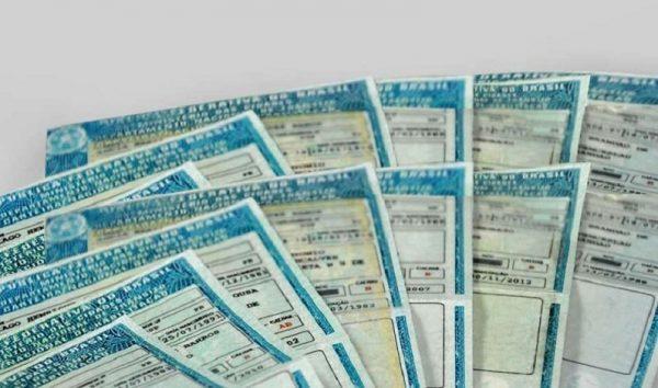 Comissão aprova desconto de 50% para idosos na renovação da carteira de motorista