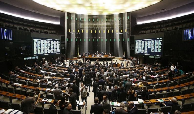 Reforma política prevê perdão de quase R$ 700 milhões em multas eleitorais