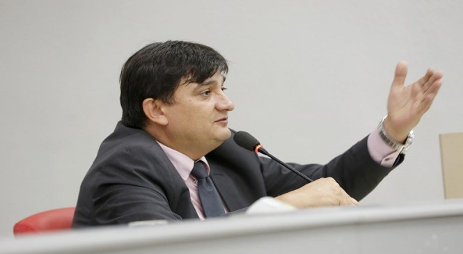 Cleiton Roque indica necessidade de caminhonete para Ciretran de Parecis