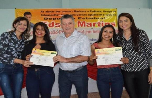 Edson Martins leva cursos de capacitação a Itapuã do Oeste