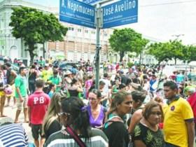 Feirantes e guardas entram em confronto pelo 3º dia no centro histórico de Fortaleza