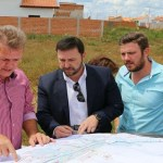 Deputado Luizinho assegura construção de escola estadual no Moisés de Freitas