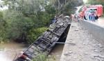 Ônibus que transportava cantor sertanejo tomba deixando um morto e sete feridos em Candelária