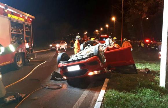 Mãe e filho morrem em acidente de carro provocado por racha de bêbados no DF