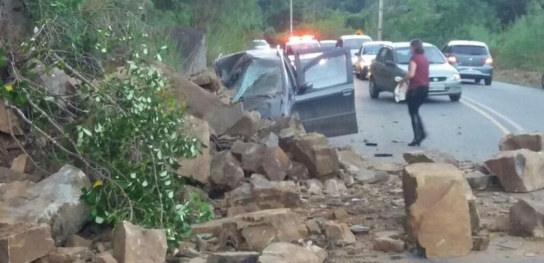 Família sai de carro após criança passar mal e se salva de desmoronamento na SC-340