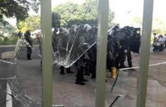 Protesto em Brasília termina com depredação, 49 feridos e 7 detidos