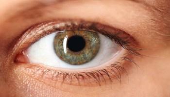 908329df9 Cirurgia a laser promete deixar qualquer um com os olhos azuis ...