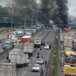 Mascarados incendeiam ônibus na Rod. Washington Luís e Avenida Brasil, no Rio