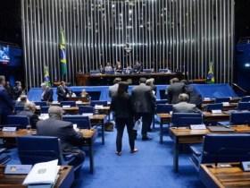 Senado aprova permissão para comércio dar desconto em dinheiro