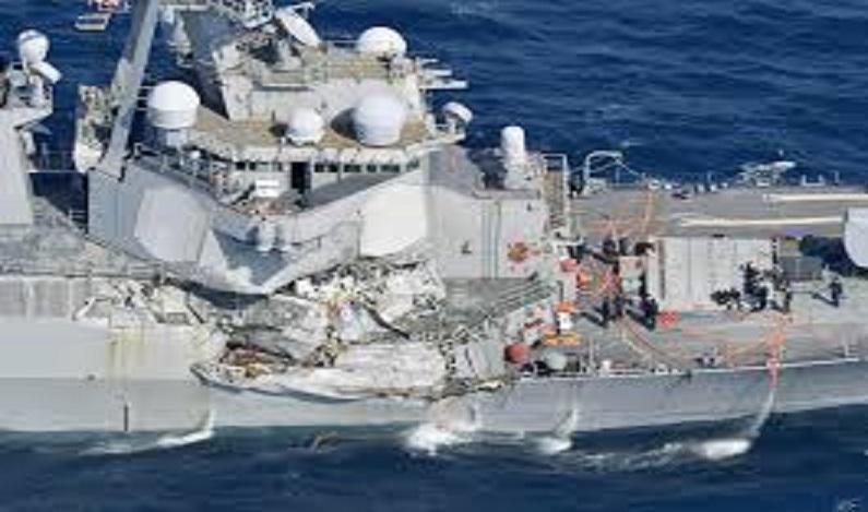 7 marinheiros estão desaparecidos após destróier dos EUA se chocar com cargueiro