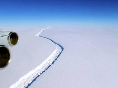 Gigantesco iceberg está a um passo de se romper na Antártica