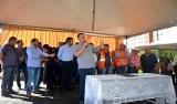 Maurão de Carvalho acompanha chegada de maquinário para a recuperação de ruas em Cacoal