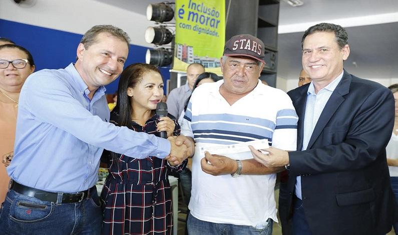 Maurão de Carvalho presente ao sorteio de casas populares na capital