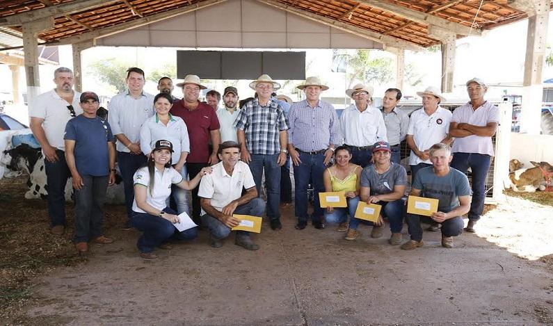 Maurão de Carvalho prestigia exposição agropecuária de Espigão do Oeste