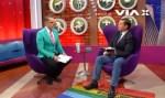 Pastor pisa em bandeira LGBT em programa de televisão de apresentador homossexual; veja