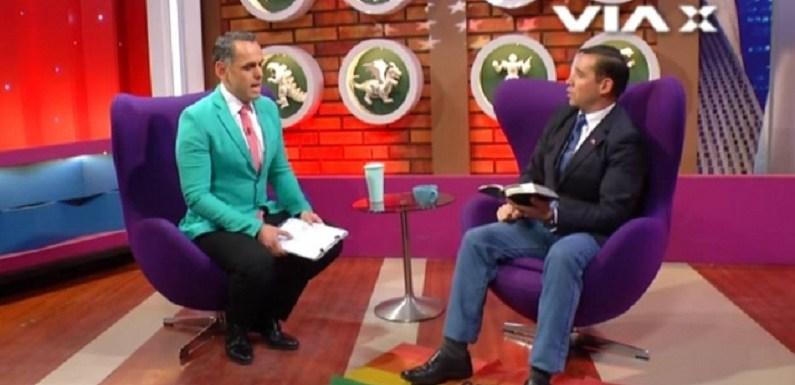 Pastor pisa em bandeira LGBT em programa de televisão de apresentador homossexual; vídeo