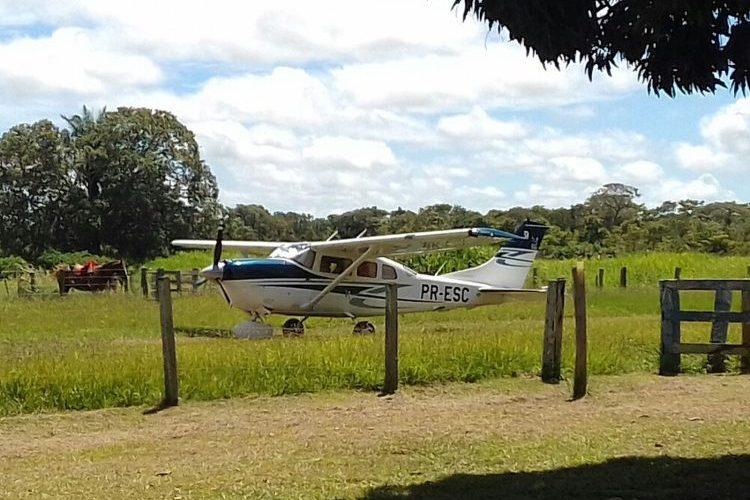 Assaltante sequestra piloto e rouba aeronave em hotel do Sesc