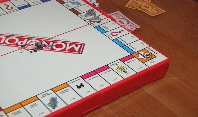 Homem tenta usar cartão utilizado no jogo Banco Imobiliário para evitar prisão