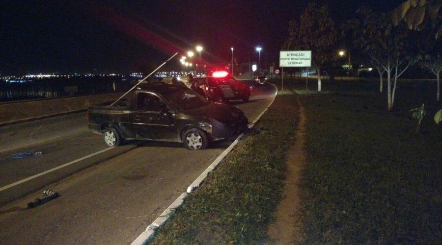 Jovem de 21 anos é presa por embriaguez após acidente na Ponte JK