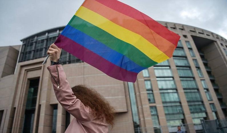 Ser homossexual é crime em mais de 70 países, indica relatório