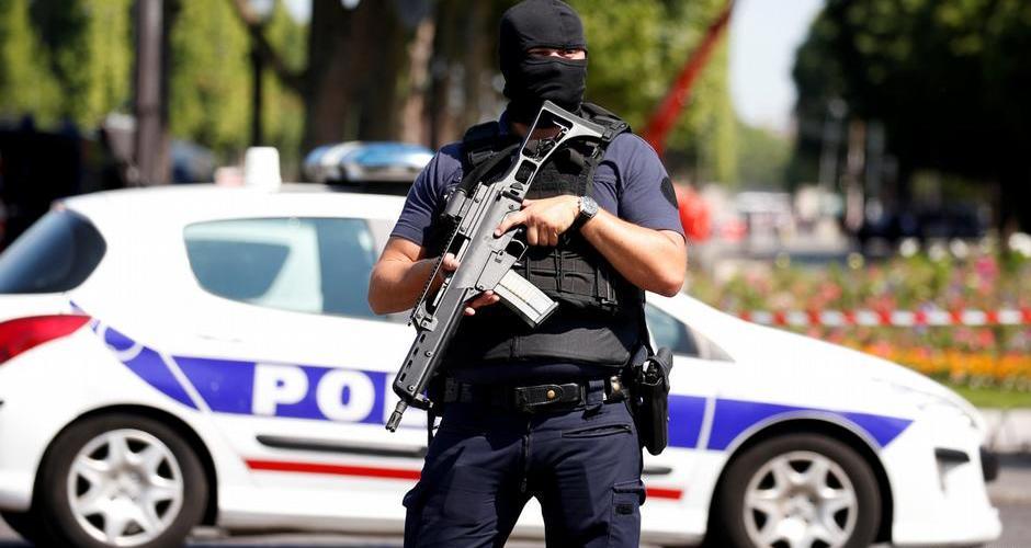 URGENTE: Operação policial em Paris prende um suspeito na Champs Elysees
