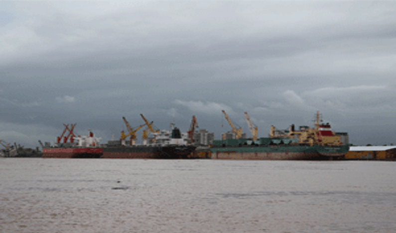 Petrobras e mais quatro empresas são condenadas por desastre ambiental