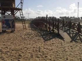 Corpo de mulher grávida é encontrado enterrado em praia, no RJ
