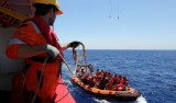 Cerca de 2 mil migrantes e refugiados são salvos no Mediterrâneo