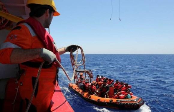 Cerca de 2 mil imigrantes e refugiados são salvos no Mediterrâneo