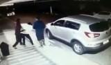 Mãe enfrenta assaltantes para tirar filho do carro em SP; veja vídeo