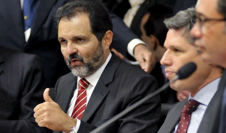 Ex-governador do DF, Agnelo Queiroz e advogado são condenados por improbidade no DF