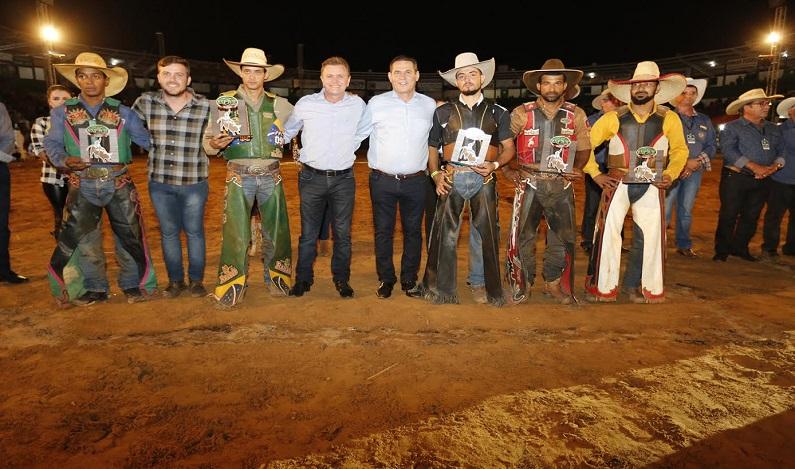 Maurão de Carvalho prestigia feiras agropecuárias de Buritis e Vilhena