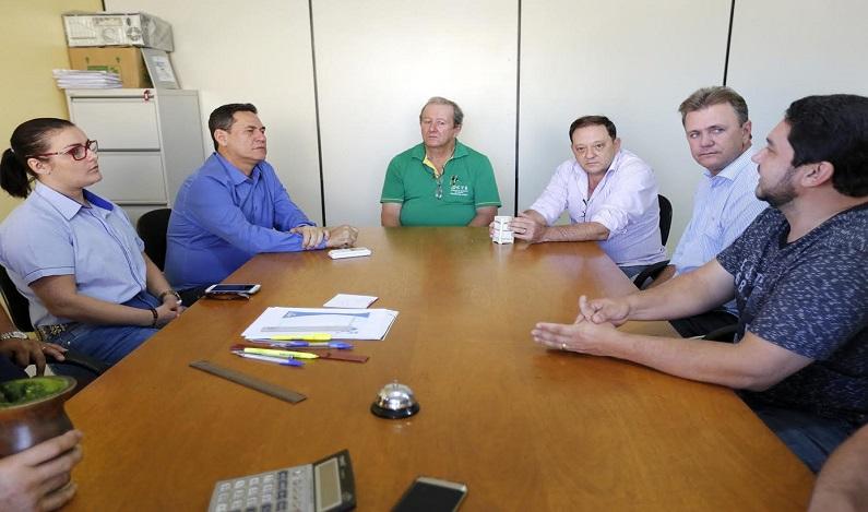 Maurão e Luizinho asseguram início de asfalto que dá acesso à Cooperativa de Transportadores