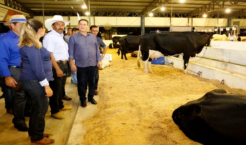 Maurão de Carvalho prestigia Expojipa e cavalgada da Expoari