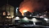 Incêndio de grande proporção atinge mercado Camden Lock em Londres