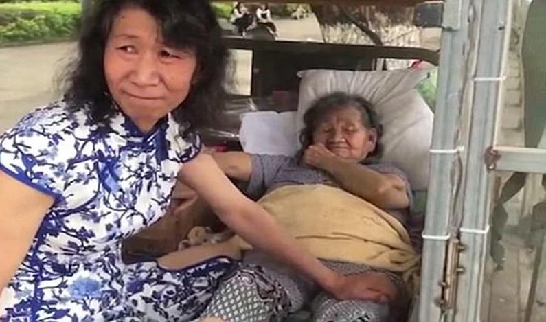 Filho usa roupas de mulher por 20 anos para mãe superar perda da filha; vídeo