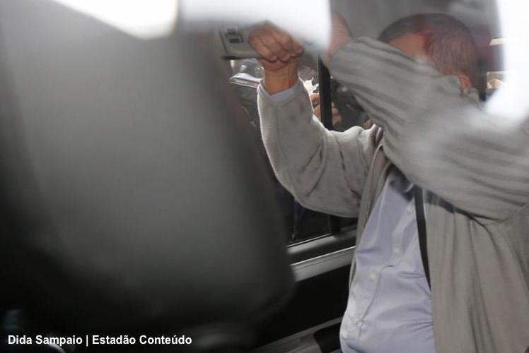 Com a cabeça raspada, ex-ministro Geddel presta depoimento em Brasília