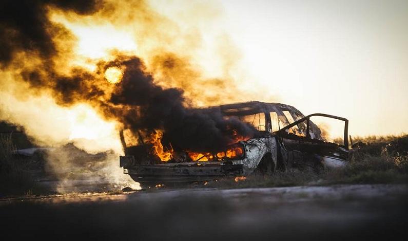 Criança e adolescente morrem após carro entrar em canavial em chamas
