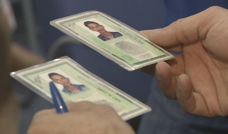Mulher é presa por falsificar documentos da mãe para conseguir benefício no INSS, no AP