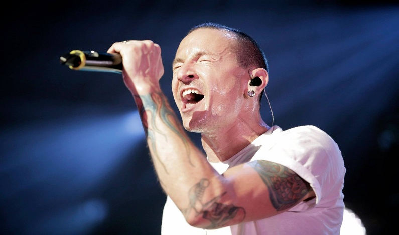 Chester Bennington, vocalista do Linkin Park, é encontrado morto, diz site