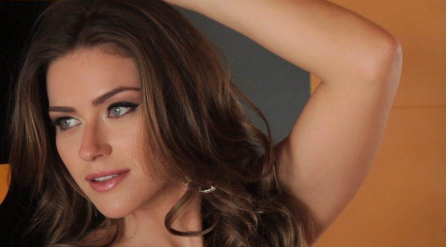 """Ruiva do """"Domingão"""" revela se mostrou tudo na """"Playboy"""": """"Estou mais livre"""""""