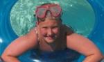 Adolescente morre eletrocutada após pegar celular ligado à tomada durante banho