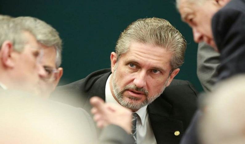 Denúncia contra Temer: Veja como votaram os deputados do DF