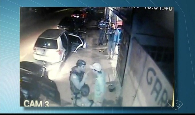 Soldado da Aeronáutica leva tapa de PM durante abordagem no ES; veja vídeo