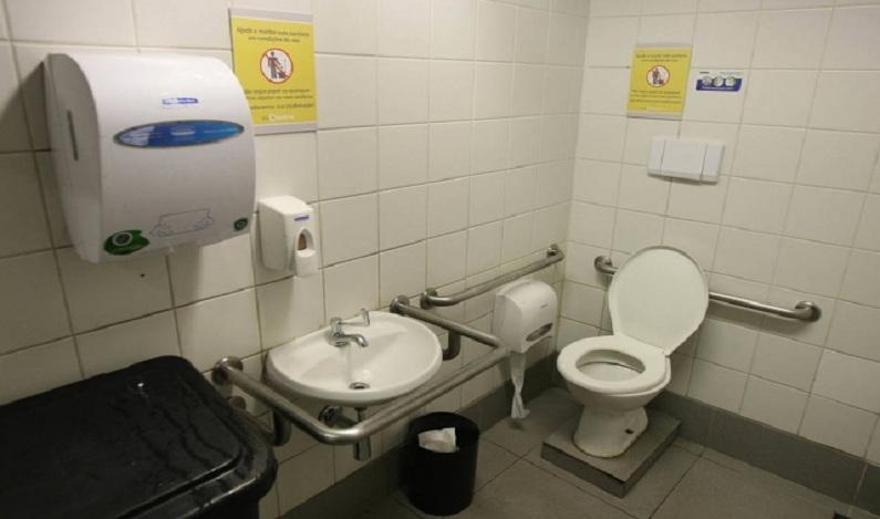 Homem fica preso por três dias em banheiro de posto de saúde no Paraná