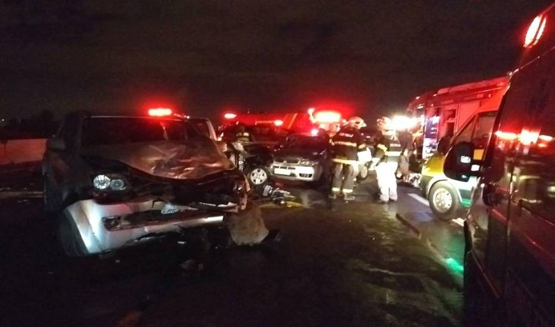 Engavetamento de seis carros deixa 2 mortos e 4 feridos na Rod. Ayrton Senna em SP