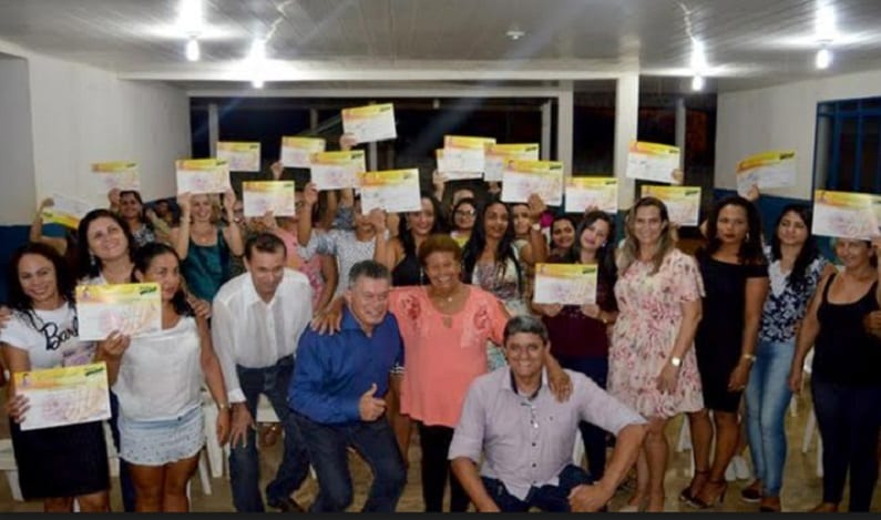 Deputado Edson Martins participa da entrega de certificados em Rio Crespo