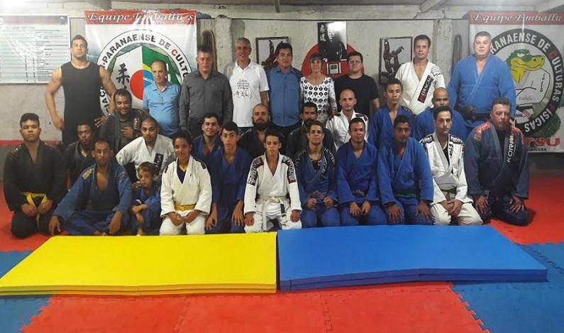 Edson Martins participa da entrega de tatame para a associaçãode Ji-Paraná
