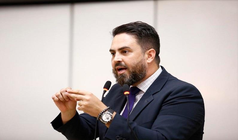Léo Moraes critica a criação do Fundo Partidário e o chamou de aberração
