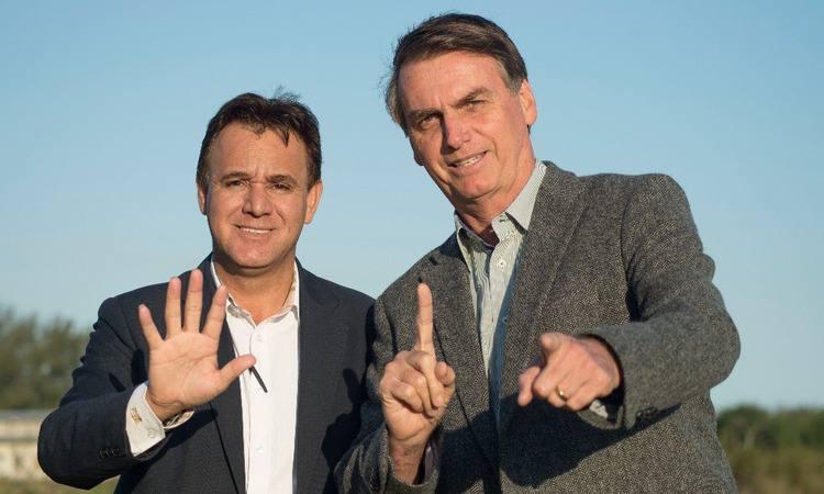 Bolsonaro recua da filiação ao PEN e diz que está 'noivo' do Patriota